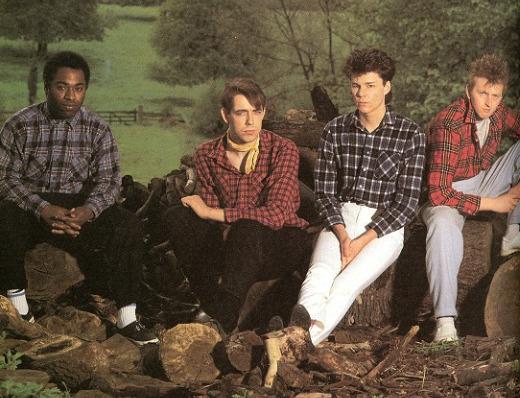 Big Country. Oman käden kautta vuonna 2001 kuollut laulaja-kitaristi Stuart Adamson toisena oikealla.