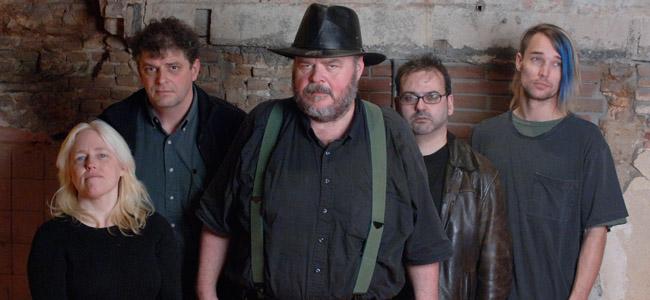 David Thomasin (keskellä) Pere Ubu -yhtyeen perustamisesta tulee tänä vuonna kuluneeksi hulppeat 38 vuotta.