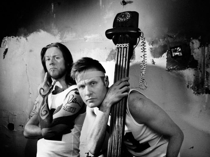 Tässä kuvassa Antti ja Jussi Hyyrynen poseeraavat tavalla, joka ei ärsytä toimittajaa.