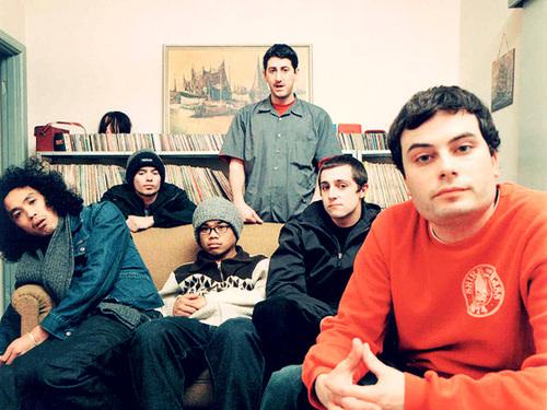 The Avalanches - kuusi miestä, yksi sohva ja kilometreittäin vinyyliä.