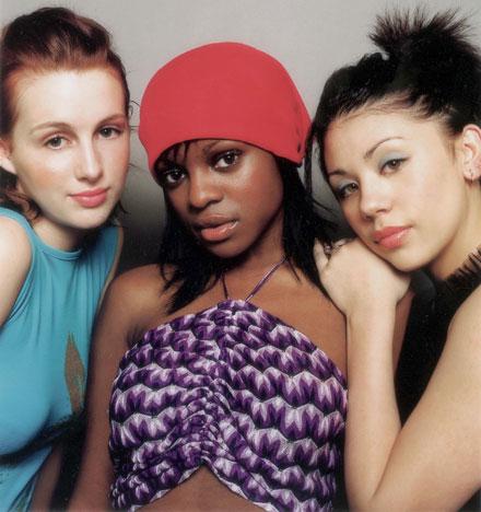 Sokeria, sisaret: Siobhám, Keisha ja Mutya eivät kuulu enää Sugababesin kokoonpanoon.