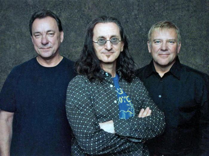 Neil Peart (rummut), Geddy Lee (laulu, basso, koskettimet), Alex Lifeson (kitara). Vienoa musiikillista myhäilyä jo yli 40 vuotta.