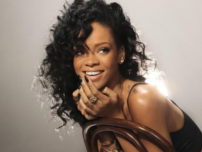 Rihanna. Yrittää näyttää viattomalta. Epäonnistuu.
