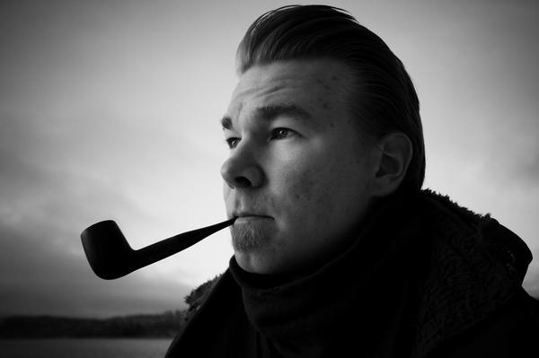 Kuinkahan monta piipullista Muuan miehen Ismo Puhakka ehtii polttaa Hämeentiellä?