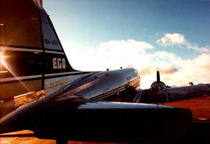 Superegon kansissa esiintyvä lentokone.