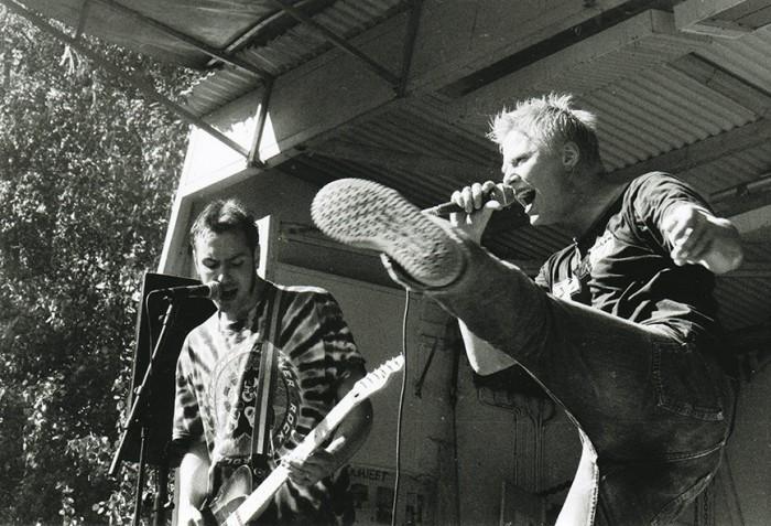 Knipi ja Mikki esiintymässä Ankkarockissa kesällä 1997. Kuva: Tomi Palsa.
