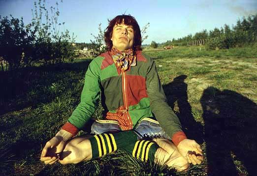 Pelle Miljoona ja Äiti Maa sirkuskiertueella vuonna 1981. Kuva: Pekka Helin.